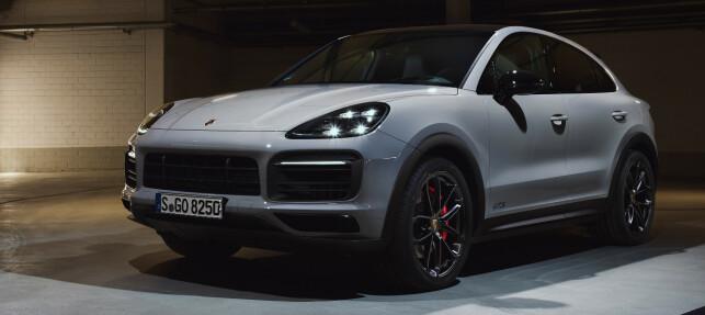 SORT: GTS kjennetegnes med Sport Design-pakke. Det betyr en masse sorte detaljer på hele bilen. Foto: Porsche