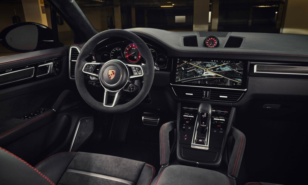 ALCANTARA: Du skal være glad i semska skinn dersom du går for GTS. Nær sagt hele interiøret er i dette materialet. Foto: Porsche