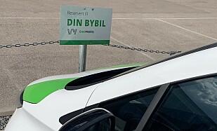 BOT PÅ EGEN PLASS? Bilen vi plukket opp sto parkert på egen Din Bybil-parkering, men hadde likevel fått bot. Foto: Øystein B. Fossum