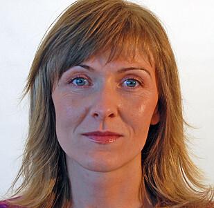 FLÅTT-EKSPERT: Vivian Kjelland, førsteamanuensis ved Universitetet i Agder, og medforfatter av boken «Fakta om flått». Foto: UIA.