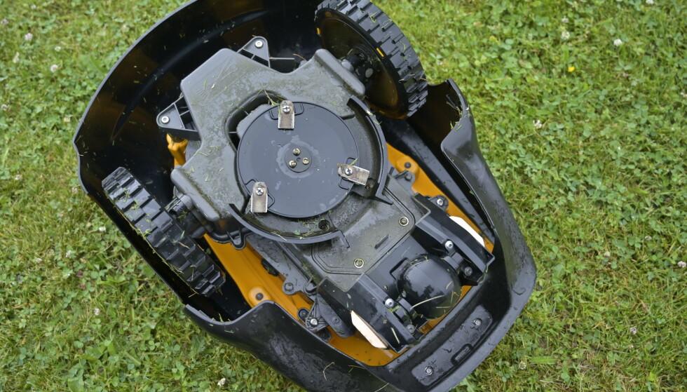 TREHJULING: Løsningen later til å være genial. Ved å slippe svingbart hjul, slipper man stort overheng når hjulet ellers hadde pekt innover ved rygging. Foto: Rune M. Nesheim