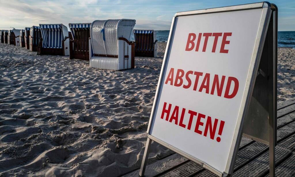 TYSKE REGLER: Skal du til Tyskland i sommer, er det greit å vite hvilke regler som gjelder for innreise, karantene og andre regler for opphold og aktiviteter. Du oppfordres til å holde minst 1,5 meter avstand til andre til enhver tid, og det er maskeplikt på offentlig transport - og du anbefales å bruke maske på alle offentlige steder. Foto: NTB scanpix