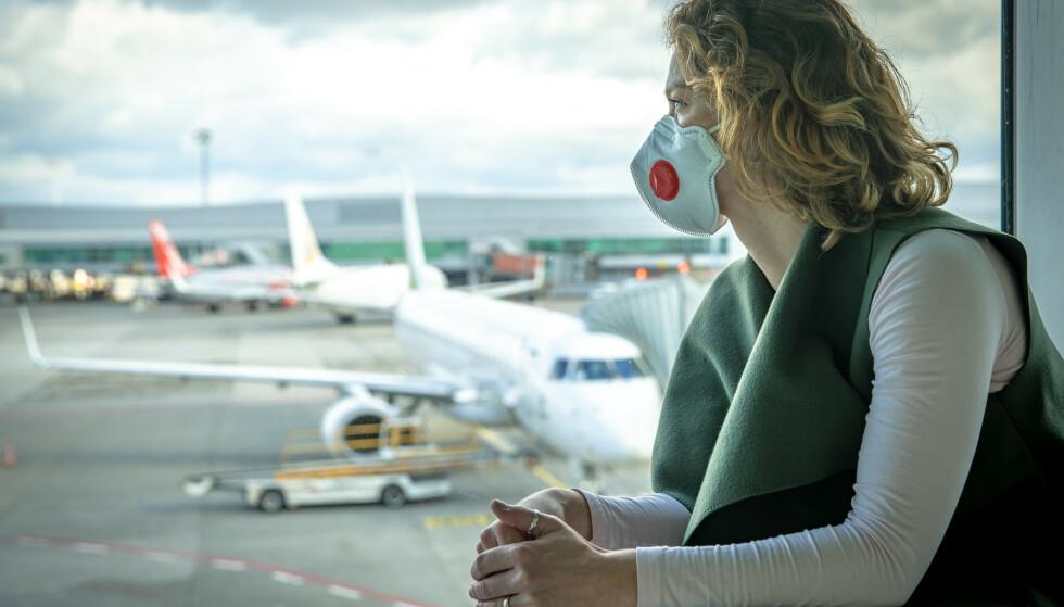 ANBEFALER KONTROLL: Assistanseselskapet SOS International anbefaler reisende som har gjennomgått coronaviruset, til å gjøre en medisinsk forhåndsvurdering før de legger ut på en flyreise. Folkehelseinstituttet sier det er lurt å sette seg inn i forsikringsvilkårene men understreker at de ikke har noen råd om forhåndsvurdering før reisen. Foto: Shutterstock/NTB scanpix