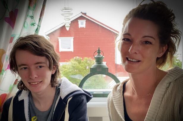 FRISK OG RASK I DAG: Levi (15) og mamma Constanze (37) fikk seg en kraftig støkk sommeren 2012. I dag priser de seg lykkelig for at alt endte godt. Foto: Privat.