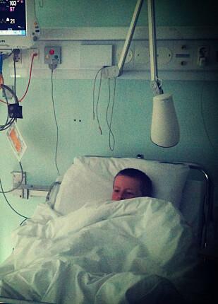SVÆRT SYK: Levi fikk alvorlige symptomer etter inntaket av den giftige planten, men fikk rask og god oppfølging på sykehuset. Foto: Privat.