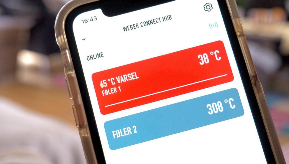 FULL KONTROLL: Appen gir deg full kontroll på hvilken temperatur det er på følerne du har tilkoblet. Den ene er for temperaturen i grillen - og så kan du i tillegg koble til tre følere som kan overvåke maten. Du kan bruke alle følere fra andre Weber-termometer. Det følger med to følere i connect-settet. Foto: Kristin Sørdal