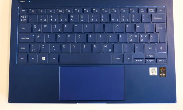 Blått er flott? Samsung Galaxy Book Flex skiller seg i hvert fall ut fra mengden. Foto: Martin Kynningsrud Størbu