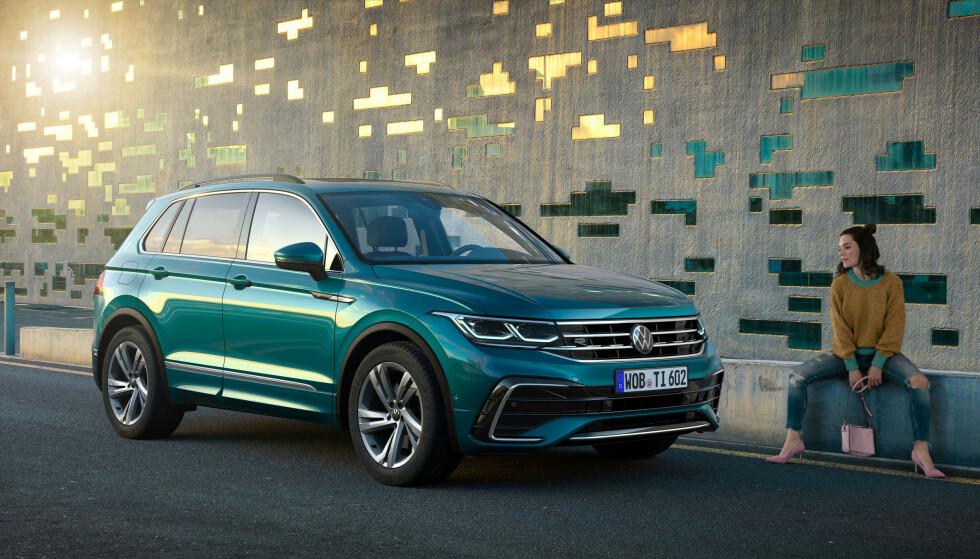 FORNYET VW TIGUAN: Den tyske SUV-en kommer nå både som sportslig R-utgave (bildet) og ladbar hybrid. Sistnevnte er noe nordmenn vil kaste seg over. Foto: Volkswagen