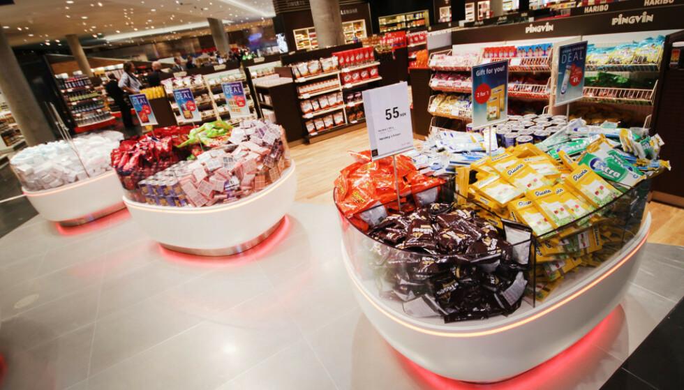 TAXFREE: Snop, som vanligvis selges i denne butikken på Oslo Lufthavn, er nå til salg i flere dagligvarebutikker. Foto: Ole Petter Baugerød Stokke