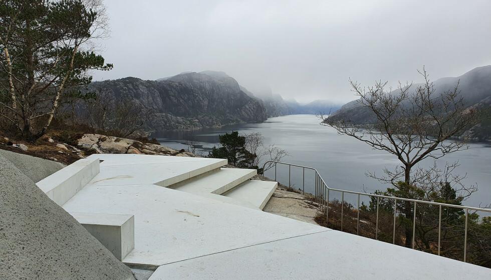 NYTT UTSIKTSPUNKT: Det finner du ved Høllesli, nord for Lysefjorden ved Nasjonal turistveg i Ryfylke. Foto: Fredrik Fløgstad/Statens vegvesen