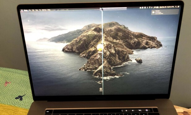 OOPS: Slik så Reddit-bruker Koolbes Macbook Pro-skjerm etter å ha lukket den med et webkameradeksel klistret på. Foto: Imgur