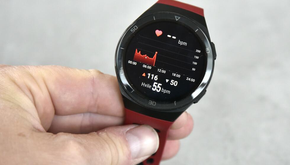 MÅLER PULSEN: Selv med kontinuerlig pulsmåling holder batteriet på Watch GT 2e opp til to uker. Foto: Pål Joakim Pollen