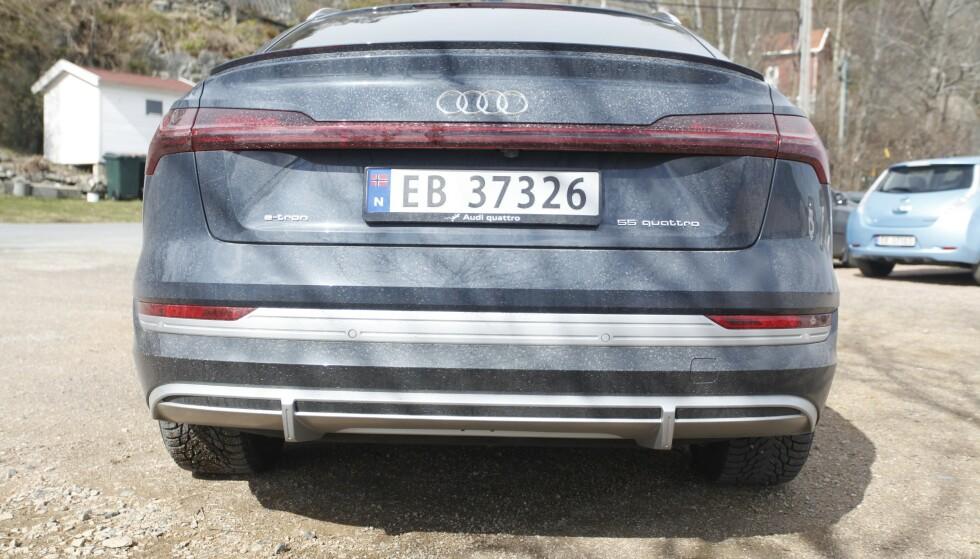 MANGE IGJEN: Det er fortsatt over 58.000 ledige EB-skilter, noe som betyr at elbilsalget går tregere enn for ett år siden. Audi e-tron går imidlertid mot strømmen, som Norges suverent mest solgte bil i 2020. Foto: Øystein B. Fossum