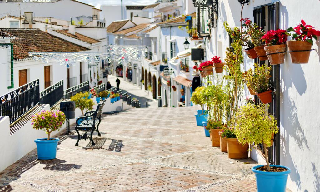 PRISENE SYNKER: Prisene på spanske bruktboliger synker. Og det spås ytterligere nedgang i prisene. Her fra Mijas i Andalucía. Foto: NTB Scanpix