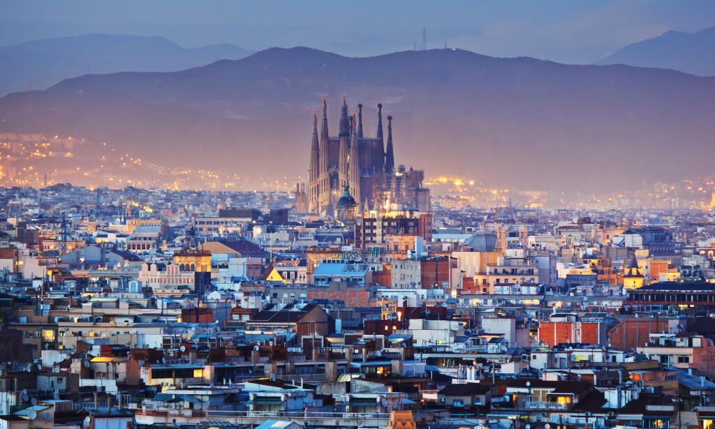 SMITTEEKSPLOSJON: Det har vært en tredobling i antall covid-19-smittede i den spanske storbyen den siste uken. Foto: NTB Scanpix