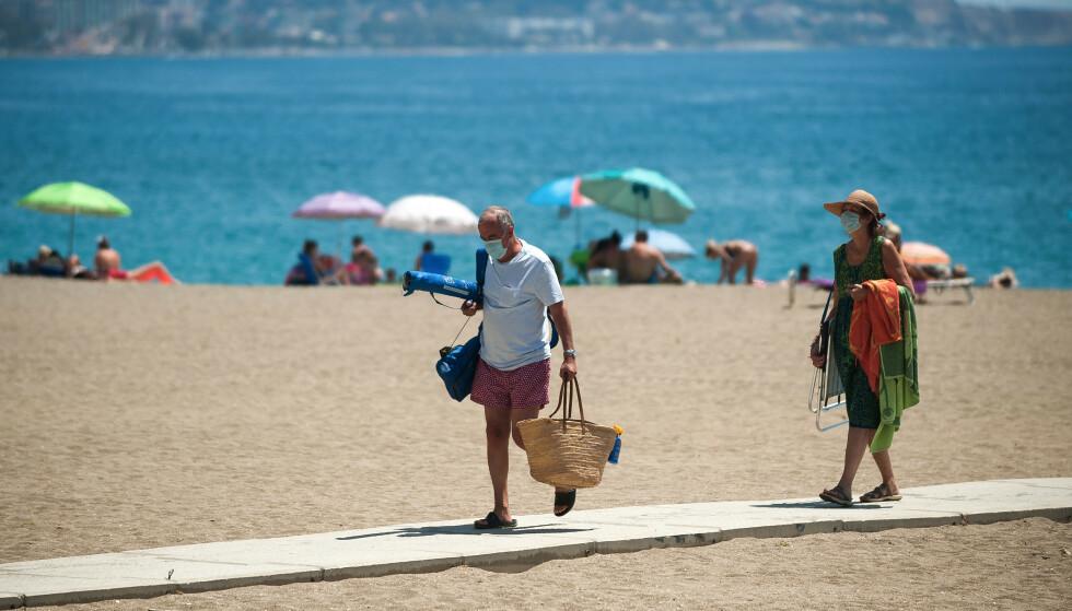 OBLIGATORISK: Reiser du til Spania i sommer, er det bare å pakke med seg munnbind, som nå er obligatorisk å bruke i flere områder av landet. Her fra Málaga. Foto: NTB Scanpix
