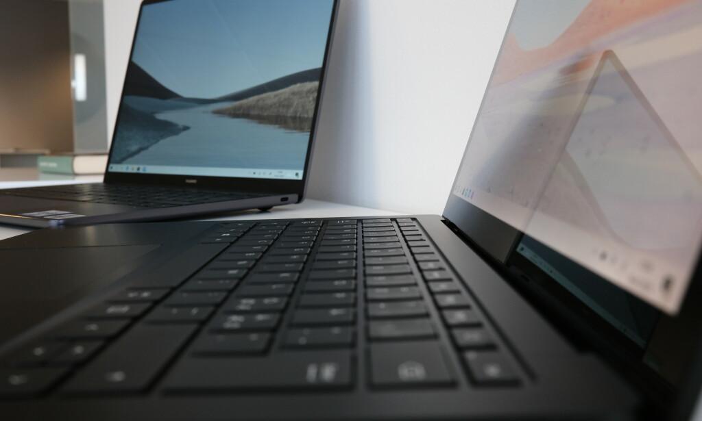 HUAWEI MOT MICROSOFT: MateBook 13, til venstre, utfordrer Surface Laptop 3 i PC-duell. Foto: Martin Kynningsrud Størbu