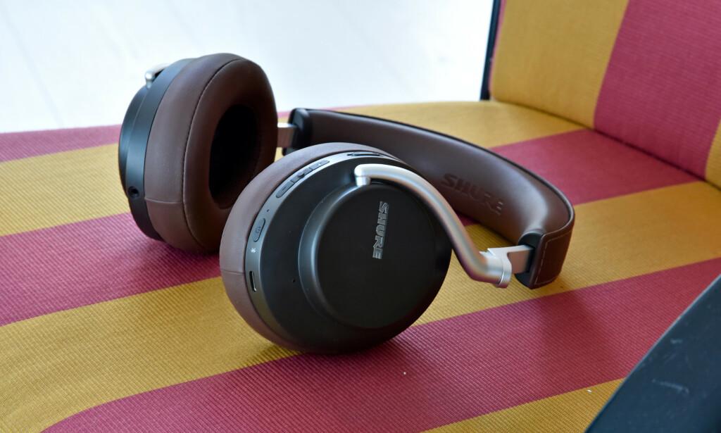 FØRSTE FORSØK: Shure Aonic 50 er selskapets første forsøk på et par trådløse hodetelefoner med støydemping. Og det låter knallbra. Foto: Pål Joakim Pollen