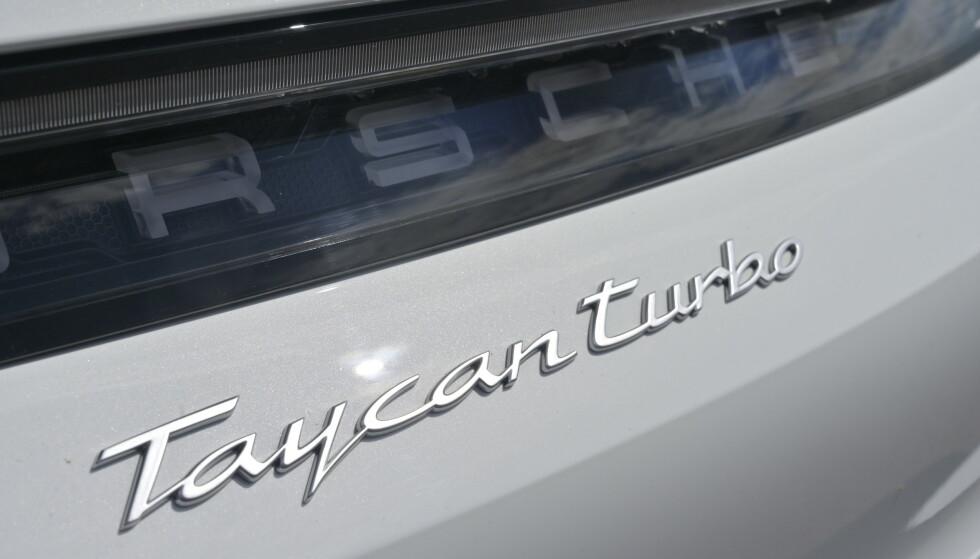 FIRE VERSJONER: I bunn og grunn er alle Taycan-modellene identiske. De har alle samme motorer, men forskjellige effektuttak. Turbo har samme effekt som Turbo S langs veien, men storebror har 80 hk og 200 Nm mer under Launch Control. Foto: Rune M. Nesheim
