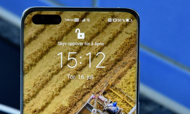 KAMERAHULL: Frontkameraet og et TOF-kamera er bakt inn i hullet på fremsiden av skjermen. P40 Pro+ tilbyr 3D-ansiktsopplåsning a la iPhone X. Foto: Pål Joakim Pollen