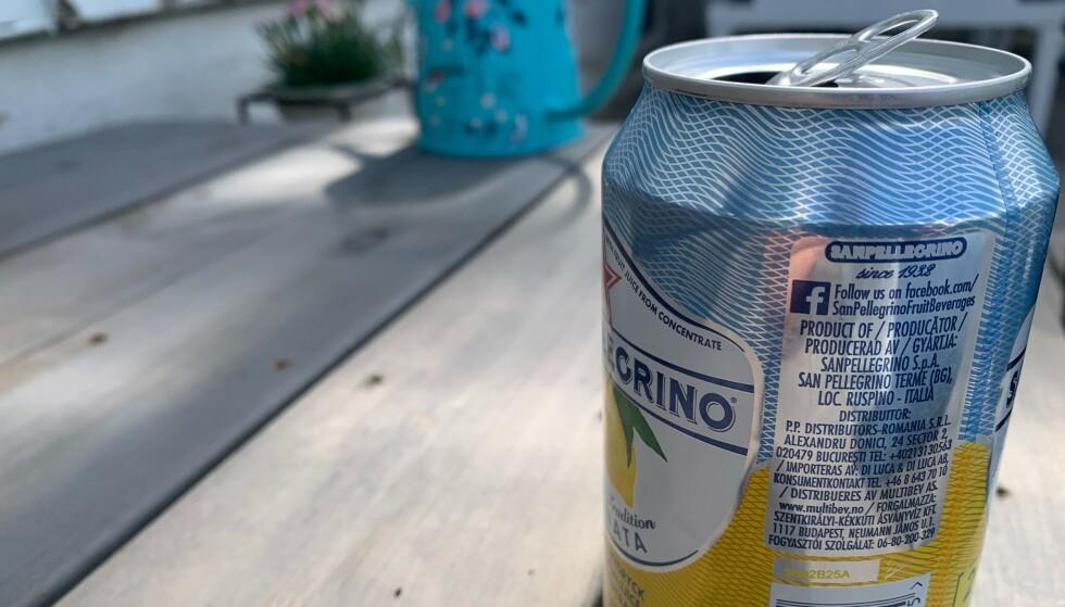 UNNGÅ DRIKKE FRA BOKS: Har du allergi mot insekter, eller tror du kan ha det, kan det være risikabelt å drikke søt drikke fra boks - som en veps i verste fall har forvillet seg nedi. Foto: Berit B. Njarga