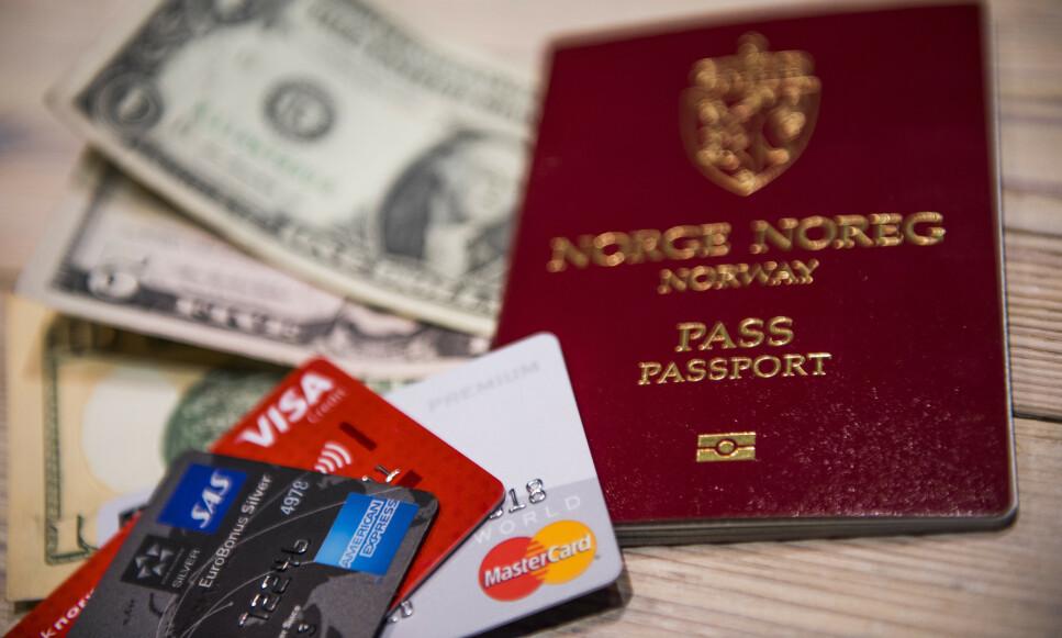KJØP NÅ, BETAL SEINERE: Mange kjøper ferieturen med kredittkort, noe som er gunstig med tanke på forsikringen som er inkludert i slike kortkjøp. Men vinninga kan fort gå opp i spinninga. Foto: NTB Scanpix