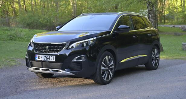 FREKK FRANSK: Peugeot har gjort mer ut av designen enn VW og har klart å skjule 21,4 cm bakkeklaring på en forbilledlig måte. Foto: Rune M. Nesheim
