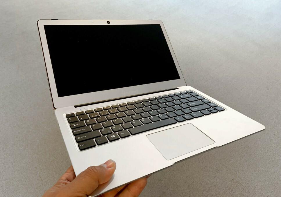 LETT OG ROBUST: Det er lett å tippe at denne PC-en er langt dyrere enn den i realiteten er. Foto: Bjørn Eirik Loftås