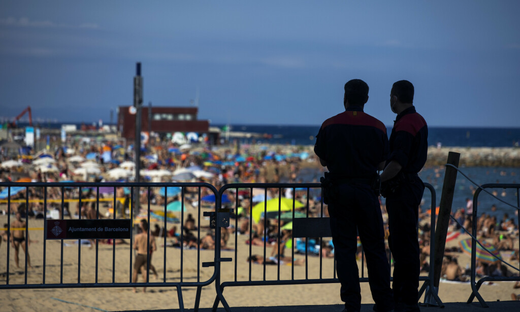 REISERÅD: Nordmenn i Spania mottar karantenevarsel fra norske myndigheter. Foto: AP Photo/Emilio Morenatti/NTB Scanpix