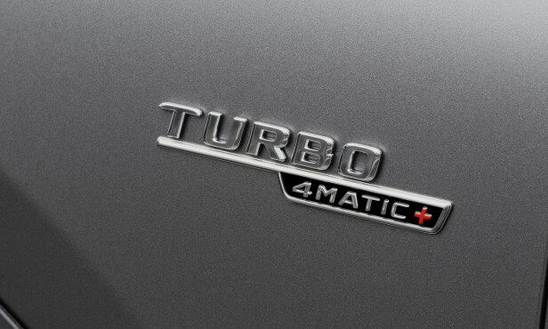 +: Det lille røde tegnet betyr utrolig mye for denne bilen. Den aktive bakakselen gjør bilen veldig mye morsommere både sommer som vinter. Foto: Mercedes-AMG