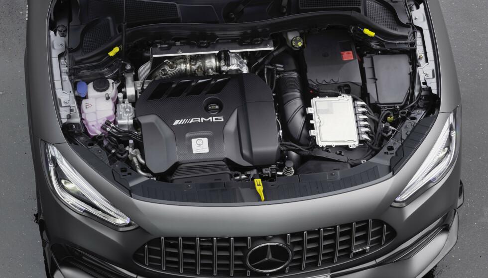 OMVENT: Det er ikke tatt noen snarveier. I forhold til 35 er motoren snudd 180 grader for å få eksosmanifold bak og inntak foran for å få lavere front. Foto: Mercedes-AMG