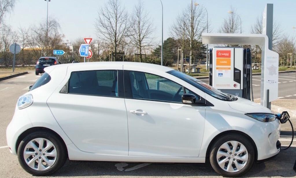 BATTERI-PROBLEM: Elektriske Renault Zoe, produsert på slutten av fjoråret, kan ha feil på batteriet. Foto: Renault