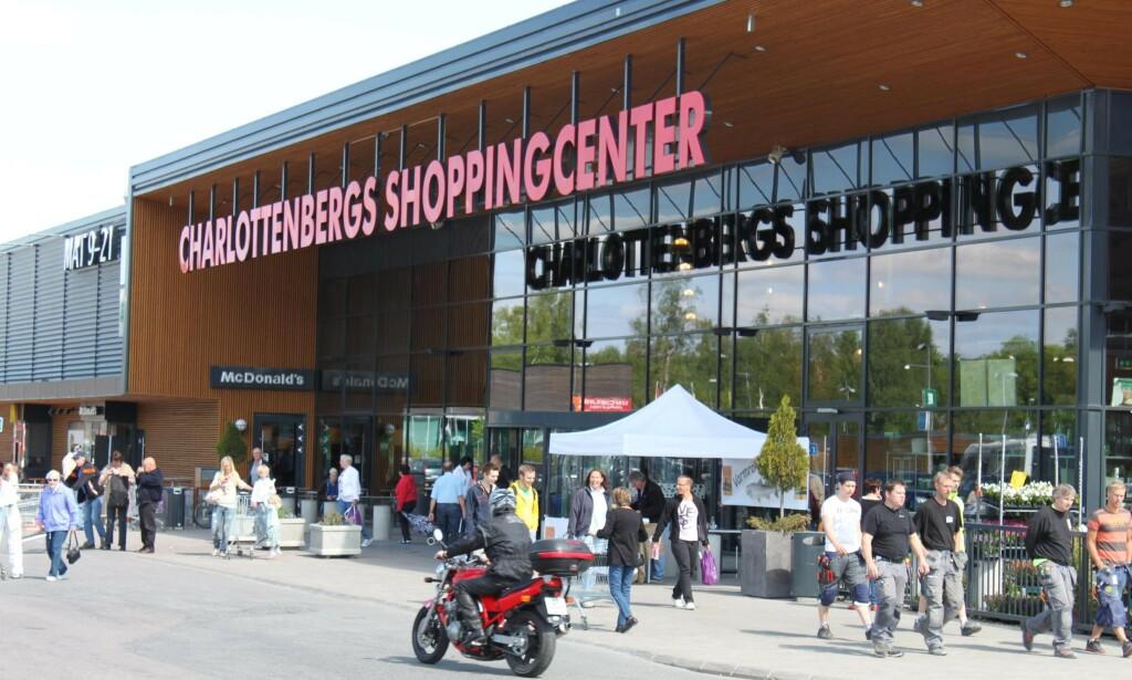SVENSK SHOPPING: I og med at det svenske lenet Värmland åpnes for nordmenn igjen, kan de mest shoppinglystne av oss atter en gang ta turen til kjøpesentrene Charlottenberg og Töcksfors. Foto: Charlottenberg Shoppingcenter/Visit Sweden.