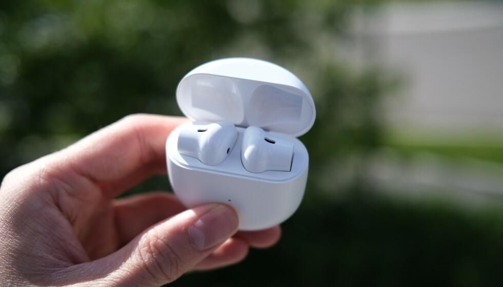 ONEPLUS BUDS: Batteritiden og lyden er styrkene til proppene. Mikrofonene stiller dessverre ikke i samme kategori. Foto: Martin Kynningsrud Størbu