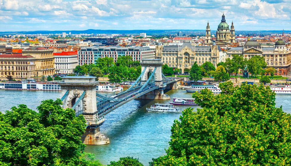 KARANTENEPLIKT: UD åpner for reiser til Ungarn, her presentert av hovedstaden Budapest. Men du slipper ikke inn i landet uten å gå rett i karantene i 14 dager. Foto: NTB Scanpix