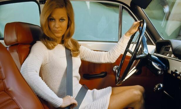 TIDLIG UTE: I 1959 var Volvo først ute med trepunkts sikkerhetsbelte. Oppfinner Nils Bohlin hentet inspirasjon til beltet fra Saab jagerfly. Spørsmålet er om flere følger Volvos eksempel med redusert toppfart og kameraovervåking. Foto: Volvo