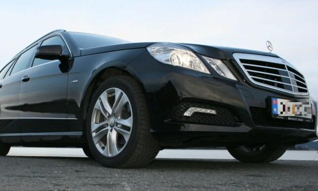DYRT MEN IKKE BRA: Eldre modeller av luksusbilen Mercedes-Benz E-klasse, har mange nødstopp lang veien. På bildet ser du en 2010-modell E220. Foto: Knut Moberg