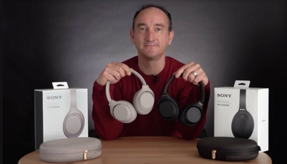 TO FARGER: Som tidligere modeller i serien kommer WH-1000XM4 i en sort og en beige-aktig utgave. Foto: Sony
