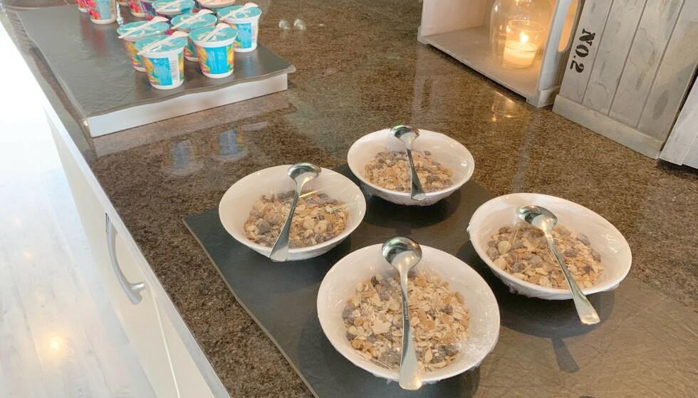 PORSJONERT: Frokostblanding og yoghurt er et alternativ til brødskiver. Begge foto: Eilin Lindvoll.