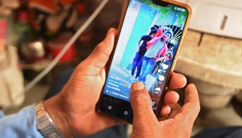 POPULÆRT: Med 800 millioner aktive brukere er TikTok ett av verdens største sosiale medier. Foto: Money Sharma / AFP / NTB Scanpix