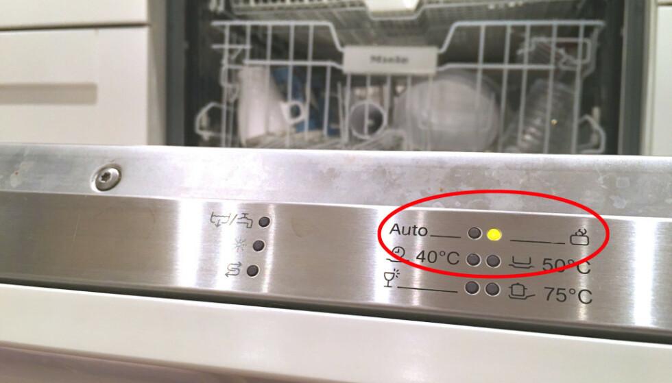 TYPISK PROBLEM: Hvis du velger lav temperatur, kan det fort bli vond lukt av oppvasken. Men det er også flere andre problemer du enkelt kan håndtere selv. Foto: Bjørn Eirik Loftås