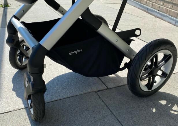 PUNKTERINGSFRIE: En annen fordel i tursammenheng er at hjulene ikke kan punktere, så de tåler en ekstra trøkk. Foto: Kirsti Østvang