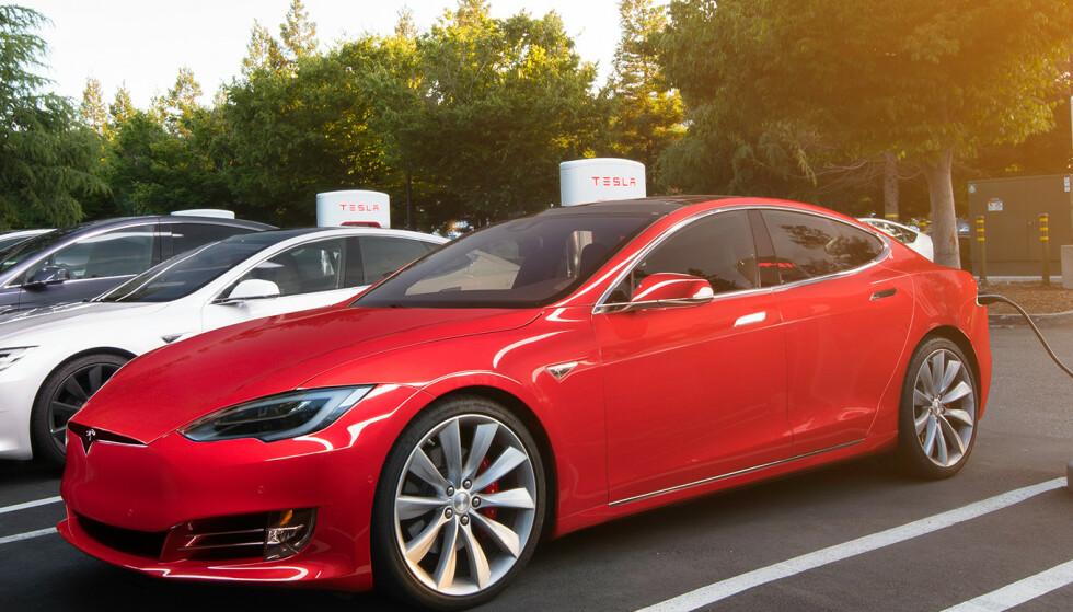 BRA TESLA: Alle modellene av Tesla ser ut til å ha svært god batterikapasitet etter tre-fire års bruk. Foto: Tesla