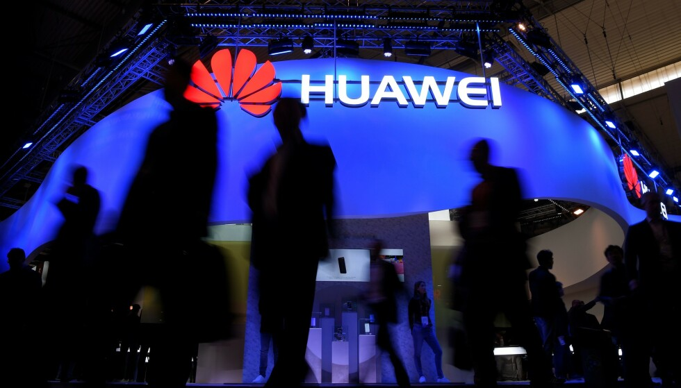 NUMMER ÉN: Tidligere i sommer gikk Huawei forbi Samsung som verdens største mobilprodusent til tross for at de ikke får selge telefoner med Google-programvare. Foto: Lluis Gene/AFP/NTB Scanpix