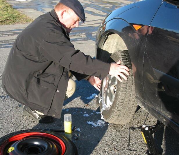 PUNKTERING ØKER: Nesten 250.000 av bilene som måtte få hjelp i 2019 hadde punktering. Mange biler har ikke reservehjul og da øker dette problemet betydelig. Foto: Rune Korsvoll