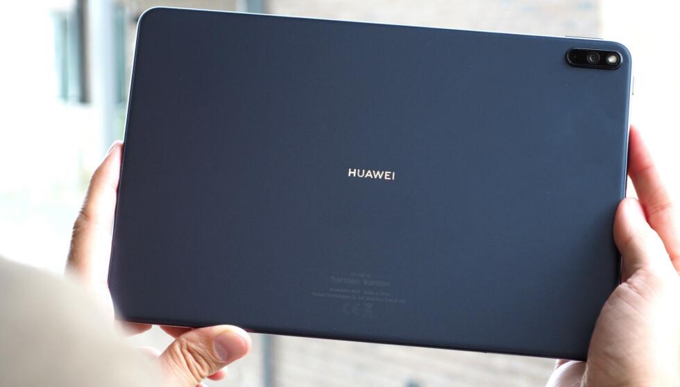 PENT: MatePad Pro har et enkelt, men pent design. Foto: Kirsti Østvang