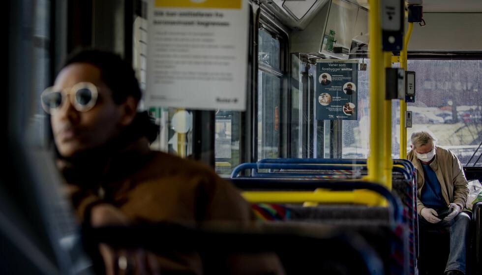 GÅR UT MED SMITTE-LISTER: Folkehelseinstituttet offentliggjør fra nå av lister med avganger på offentlig kommunikasjon der du kan ha blitt utsatt for corona-smitte. Foto: Bjørn Langsem/Dagbladet