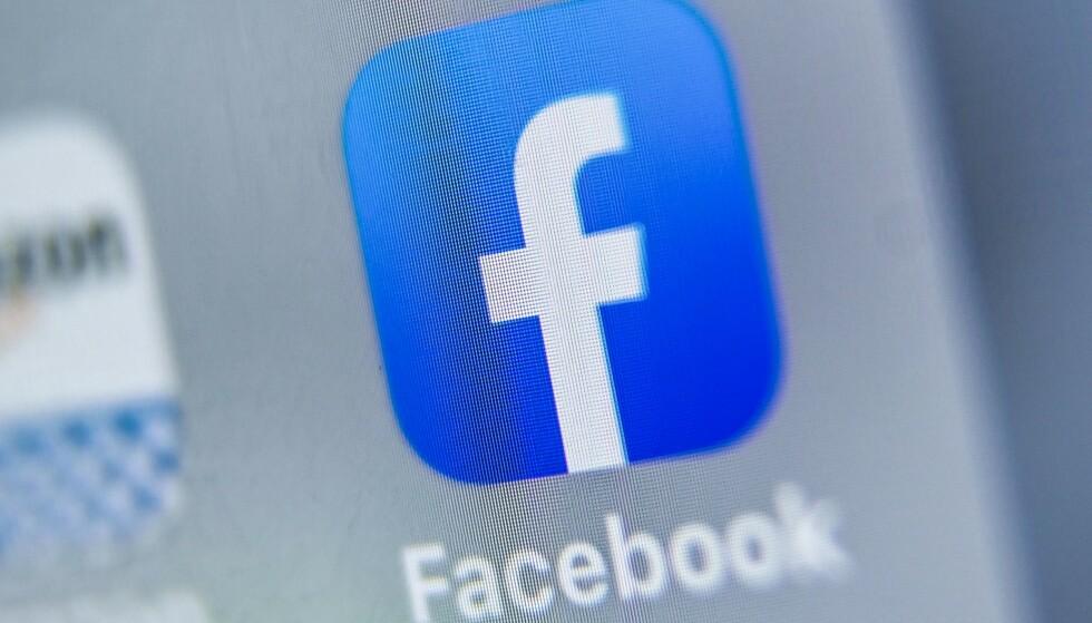 FACEBOOK: Det sosiale mediet langer ut mot Apple. Foto: DENIS CHARLET/AFP/NTB Scanpix