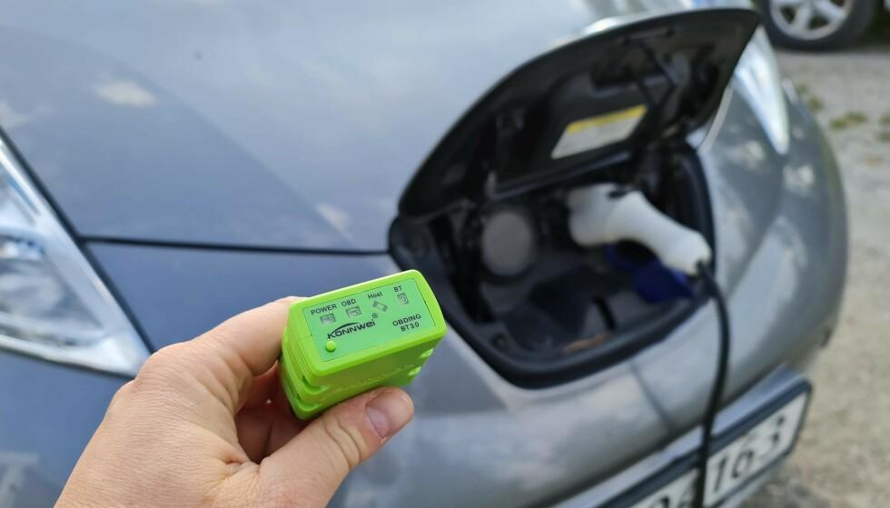 OBD-PLUGG: Med denne kan man hente ut mye informasjon fra de fleste biler. Foto: Pål Joakim Pollen