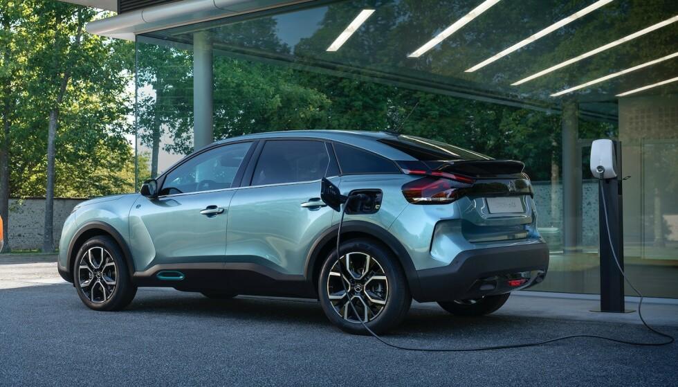 HELT ELEKTRISK: Selv om nye Citroën C4 bygges både med bensin- og dieselmotor, er det den elektriske utgaven nordmenn flest vil ha. Foto: Citroën